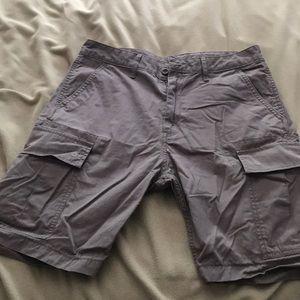 Men's cargo shorts, size 31